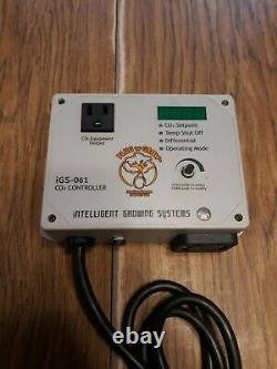 Intelligent Growing Systems iGS-061 CO2 Smart Controller and Titan C02 Regulator